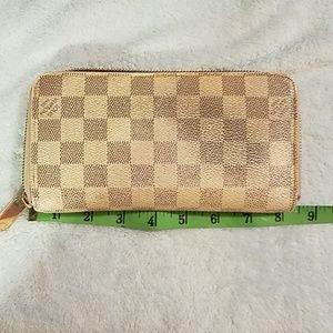 Sexy Louis Vuitton Zippy Wallet
